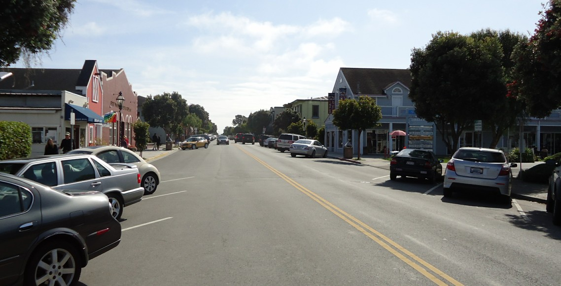 Half_Moon_Bay_California_Main_Street